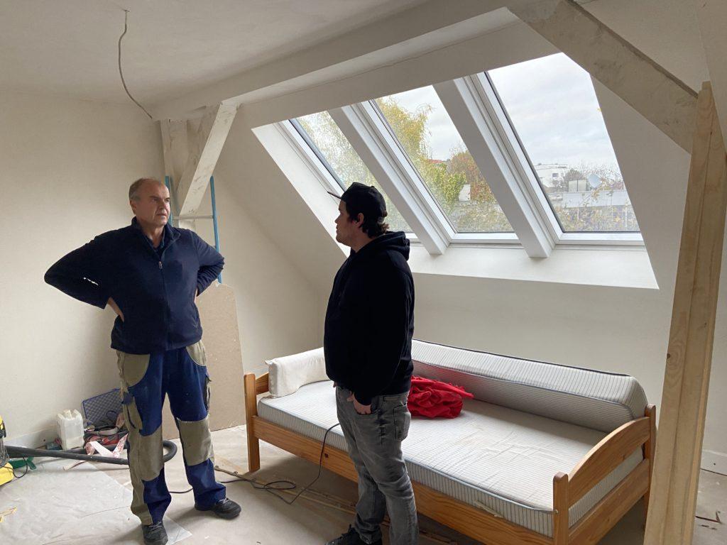Lagebesprechung: Armin Dlugosch, der Sanitärmeister aus Herne, und Jan Drüke, der Schreiner aus Castrop-Rauxel