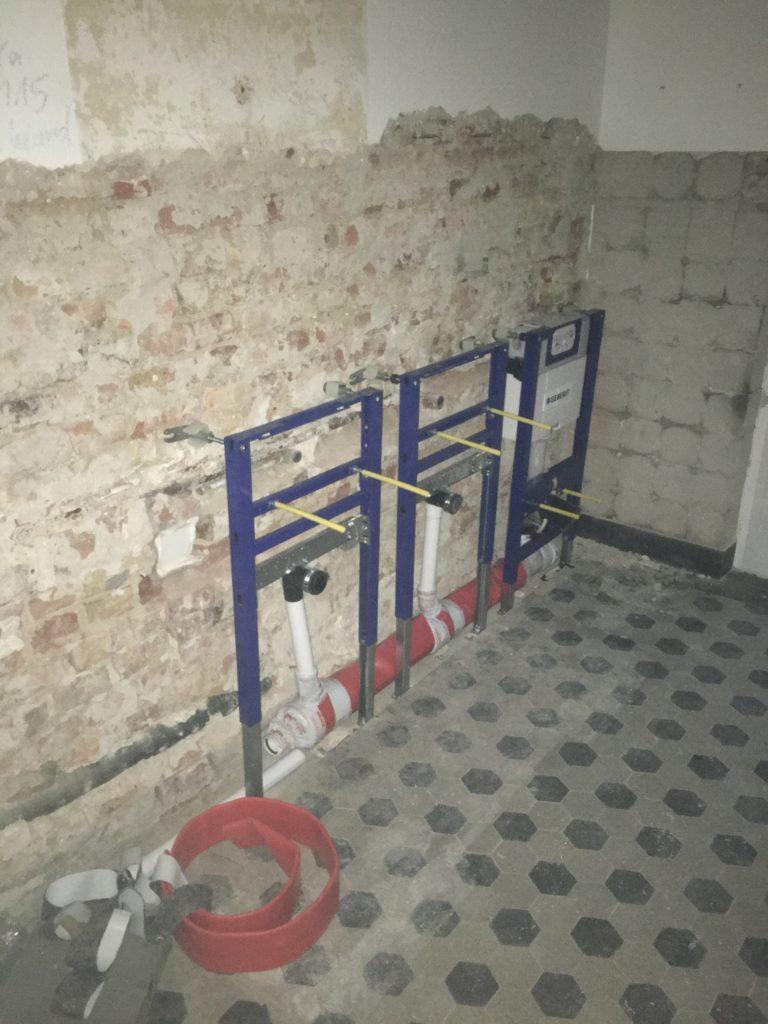 Umbauphase im ehemaligen Willi Thomczyk Haus - das Badezimmer wurde komplett entkernt von Sanitärmeister Armin Dlugosch
