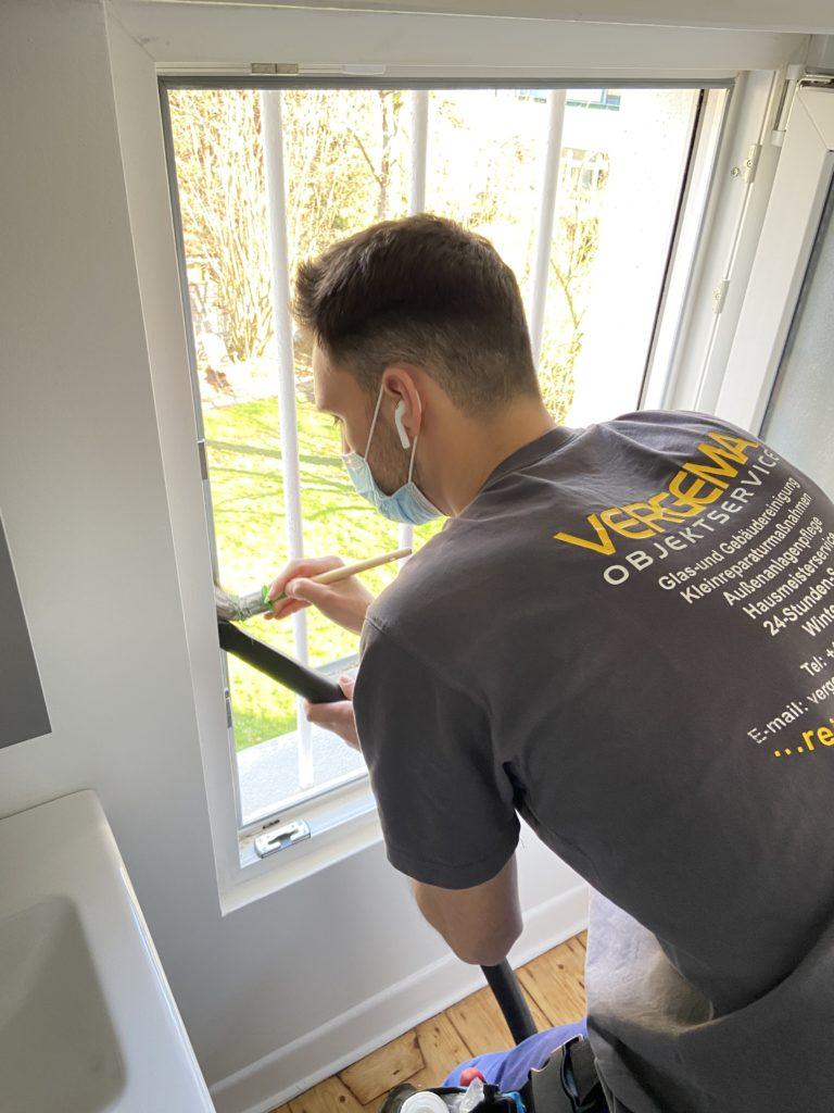 Vergema Fensterputzer aus Herne bei der Arbeit
